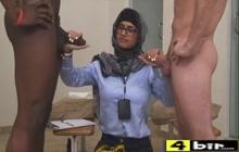 Mia Khalifa double handjob